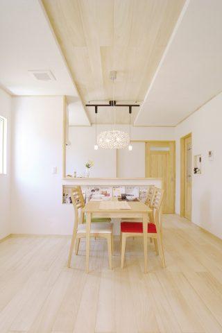 リビング - ナチュラルテイストな健康住宅 - 山田建築店