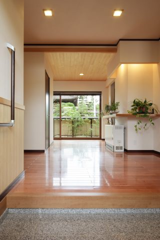 玄関 - 3世代をつなぐ住まい - 山田建築店