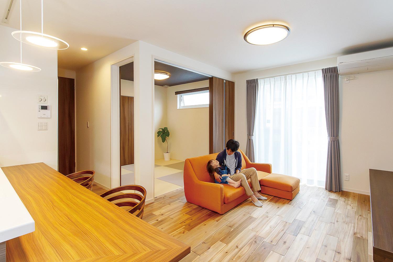 リビング - 家事がしやすい動線+ゆとりある収納でアパート暮らしの不便さを解消した家 - 山田建築店