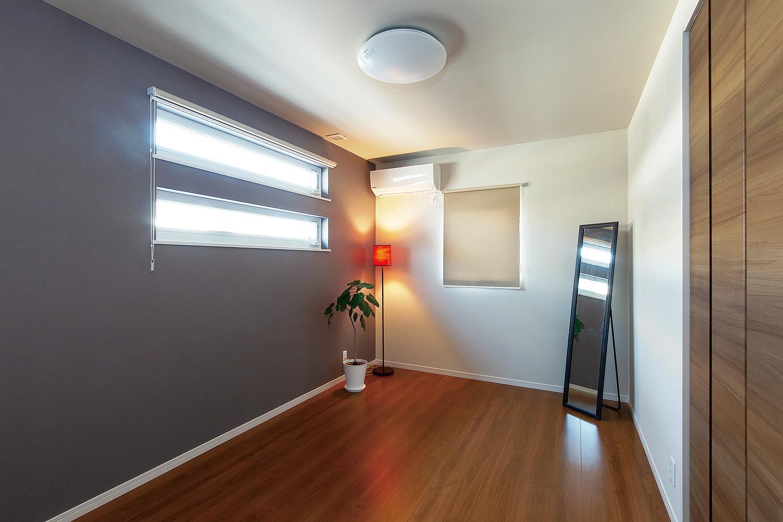 寝室 - 家事がしやすい動線+ゆとりある収納でアパート暮らしの不便さを解消した家 - 山田建築店