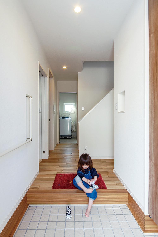 玄関 - 家事がしやすい動線+ゆとりある収納でアパート暮らしの不便さを解消した家 - 山田建築店
