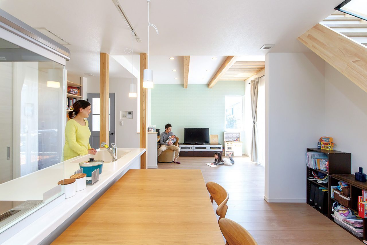 LDK - ご主人が設計して作り上げた清々しい白い空間 - 山田建築店
