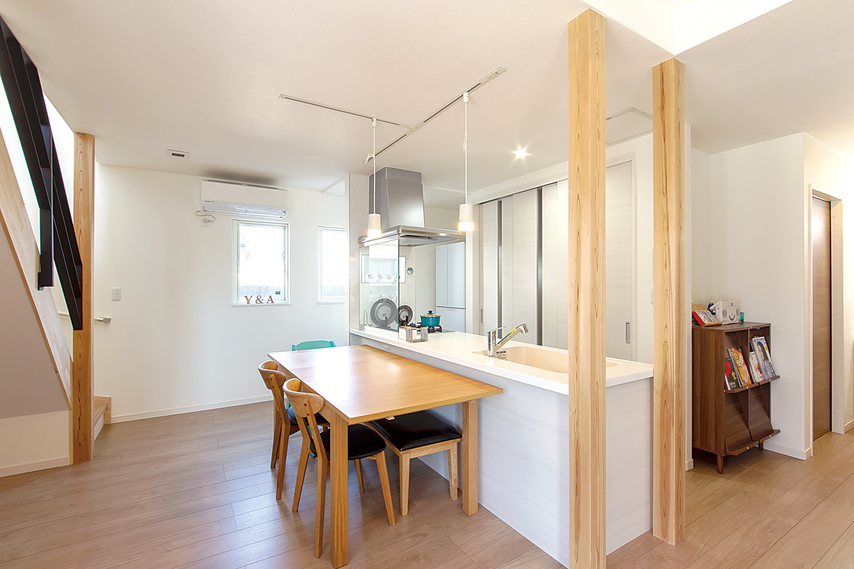 キッチン・ダイニング - ご主人が設計して作り上げた清々しい白い空間 - 山田建築店