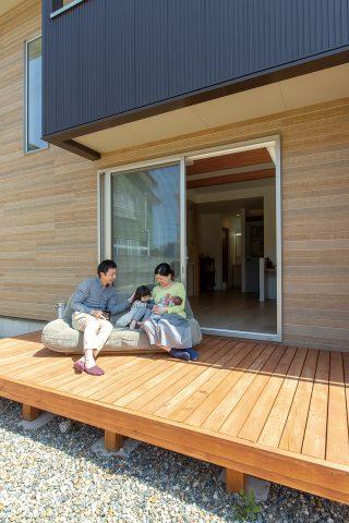 ウッドデッキ - ご主人が設計して作り上げた清々しい白い空間 - 山田建築店