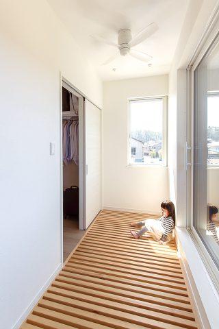 キャットウォーク - ご主人が設計して作り上げた清々しい白い空間 - 山田建築店