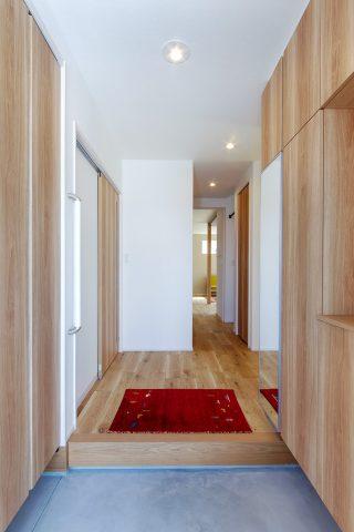 玄関 - 使い勝手もインテリアも大満足!大人世代の理想を叶えた家 - 山田建築店