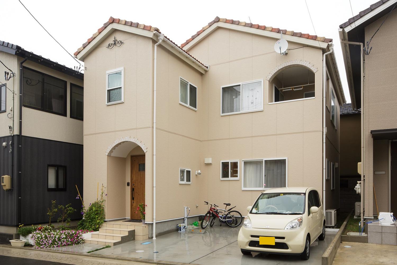 外観 - ステンドグラスが映える白い住まい - 山田建築店
