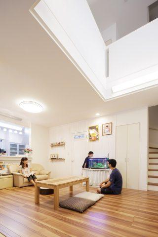 LDK - ステンドグラスが映える白い住まい - 山田建築店